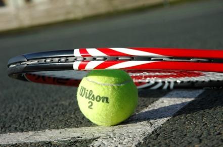 tennis-racket-2259356_640