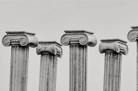 pillar-capitals-2135682_640